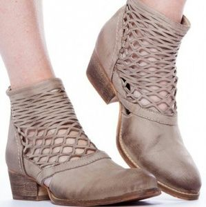 REBELS CALI ANKLE BOOTIE